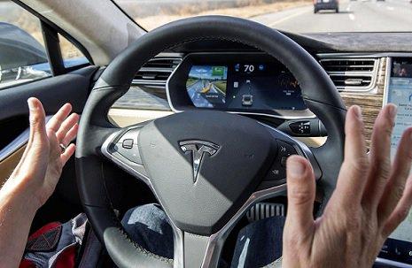 Электромобиль Tesla создал ДТП надороге вКитайской народной республике
