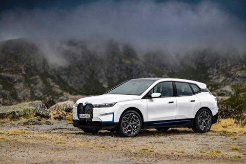 Группа «BMW» презентовала новый «электрокросс»