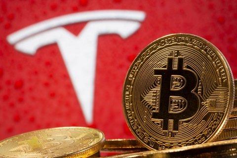 «Tesla» позволила клиентам приобретать авто за ВТС