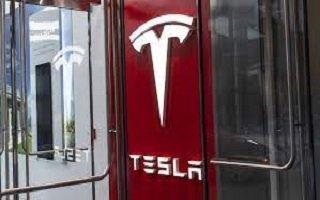«Tesla» уладила судебный спор с экс-сотрудником