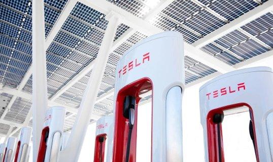 «Tesla» сделает станции зарядки доступными для других электрокаров